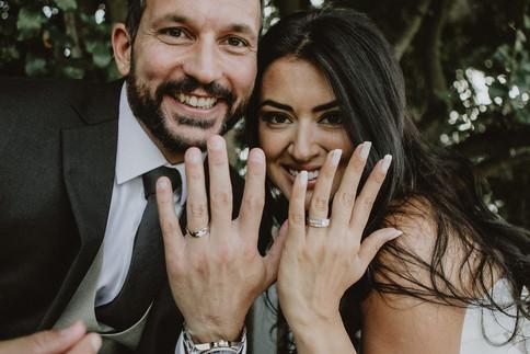 38_L&R_Wedding_Couple_Ring_Close_Up-min.