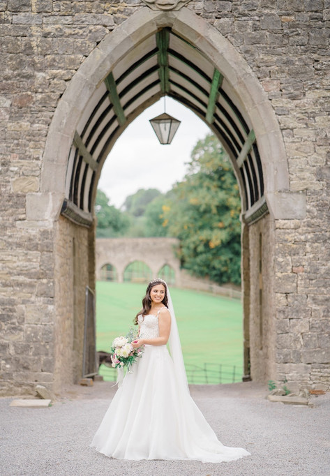 13_Regal_English_Wedding_Clearwell_Castl