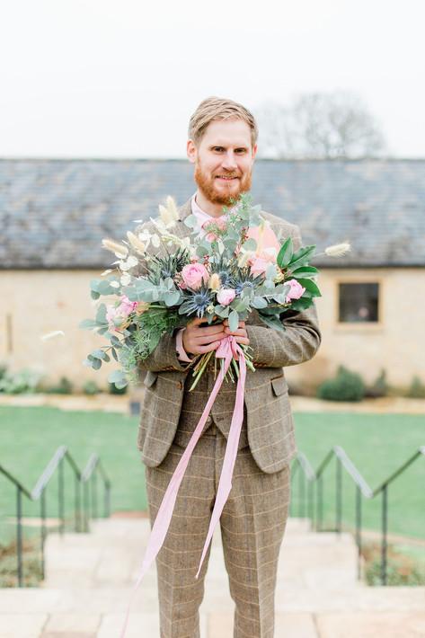32-Groom-Bouquet-Fun-Pink-Light-Airy-Fin