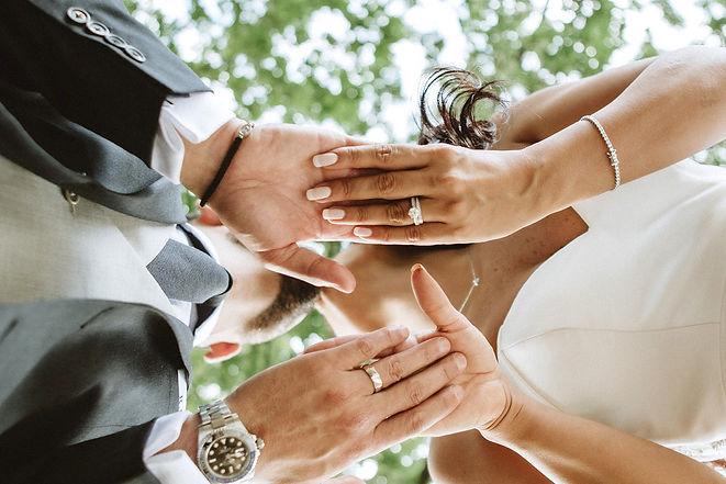 40_L%26R_Wedding_Couple_Hands_Kiss-min_e