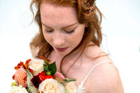 109_Cotswolds_Wedding_Country_Bride_Bouq