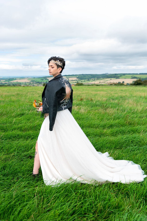 112_Cotswolds_Wedding_Country_Bride_Rock