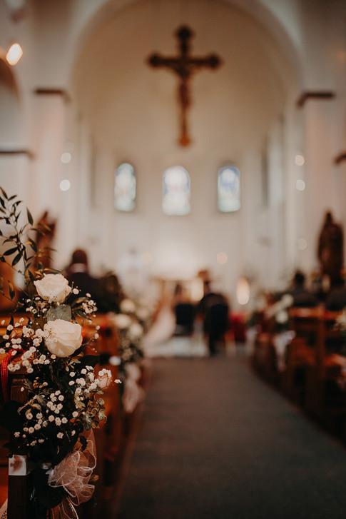 21_L&R_Wedding_Church_Flowers-min.jpg