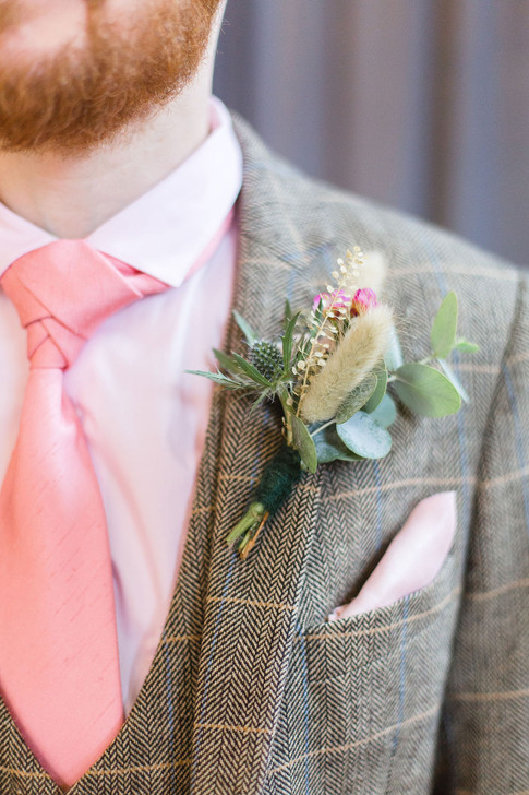 10-Groom-Buttonhole-Pink-Light-Airy-Fine
