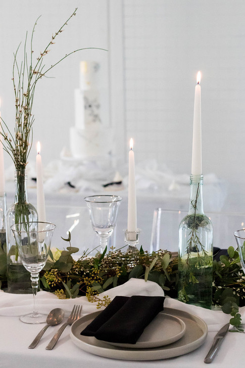 23-Table-Place-Setting-White-Green-Moder
