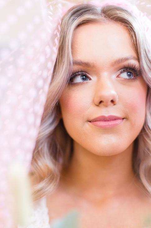 18-Bride-Veil-Dotty-Pink-Light-Airy-Fine