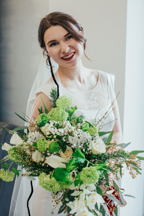 7-Bride-Veil-Black-White-Green-Modern-Li