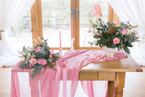 11.2-Venue-Signing-Table-Pink-Light-Airy