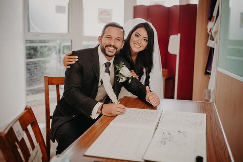 24_L&R_Wedding_Groom_Signing_Register-mi