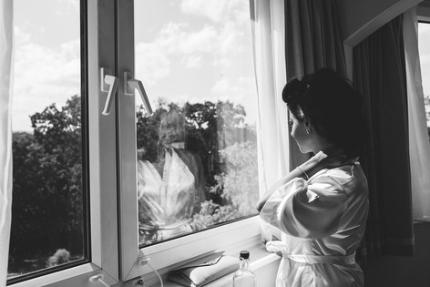 6_L&R_Wedding_Bride_Staring_Out_Window-m