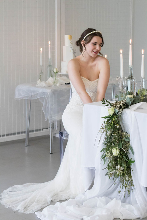 15-Bride-Laugh-Table-White-Green-Modern-