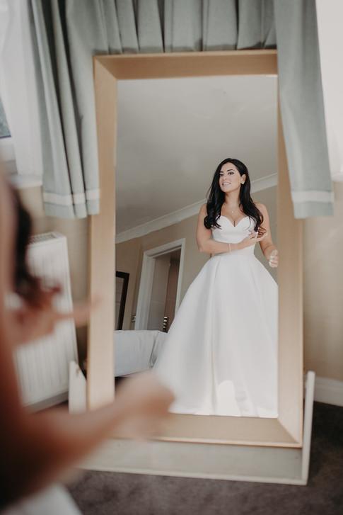 9_L&R_Wedding_Bride_Mirror_Shot-min.jpg