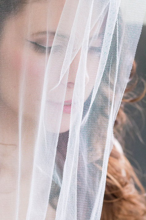 13-Bride-Veil-Close-White-Green-Modern-L