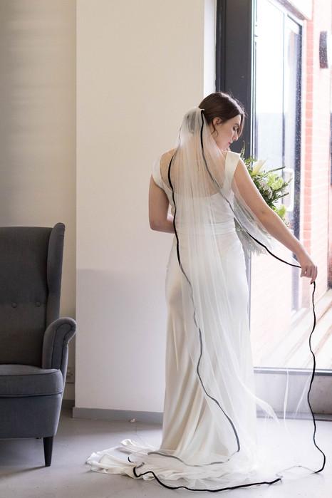 5-Bride-Veil-Black-Trim-White-Green-Mode