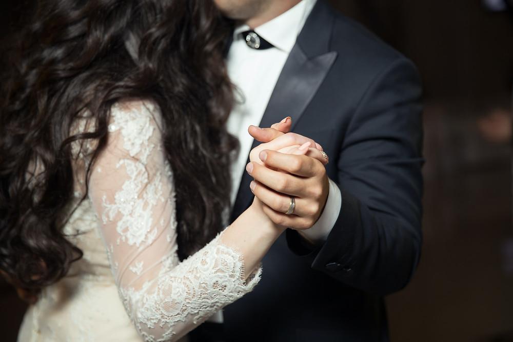 bride-groom-ring-dance