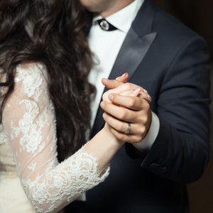 How to pick the perfect men's wedding ring