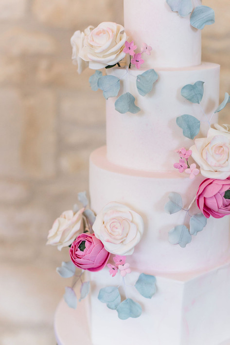 7-Cake-Sugar-Flowers-Pink-Light-Airy-Fin