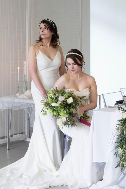 17-Brides-Couple-Table-White-Green-Moder