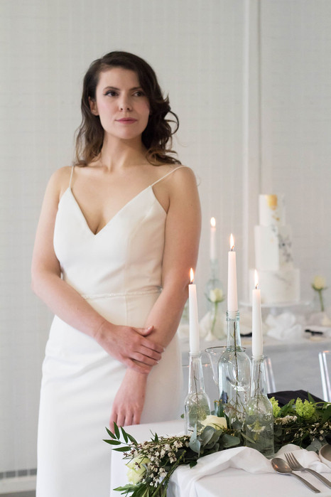 16-Bride-Sleek-Table-White-Green-Modern-