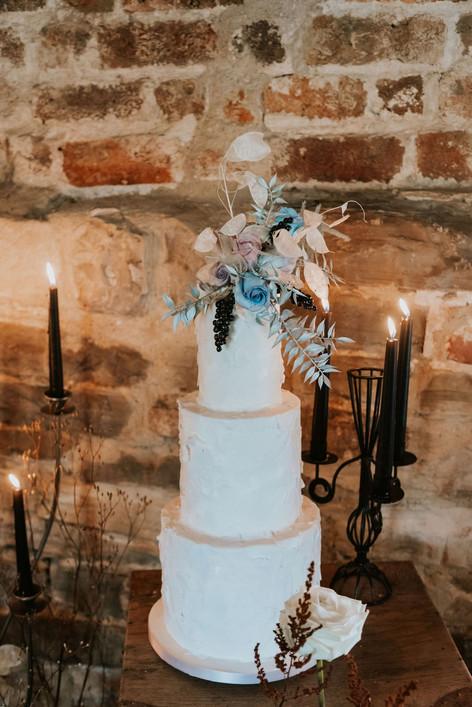 42-White-Cake-Boho-Modern-Gothic-Wedding