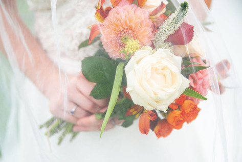 108_Cotswolds_Wedding_Country_Bride_Bouq