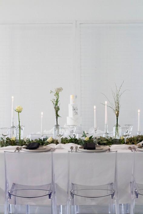 21.5-Cake-Table-View-White-Green-Modern-
