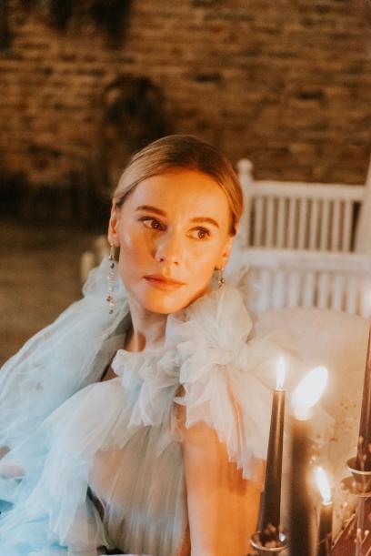 39-Bride-Candles-Boho-Modern-Gothic-Wedd
