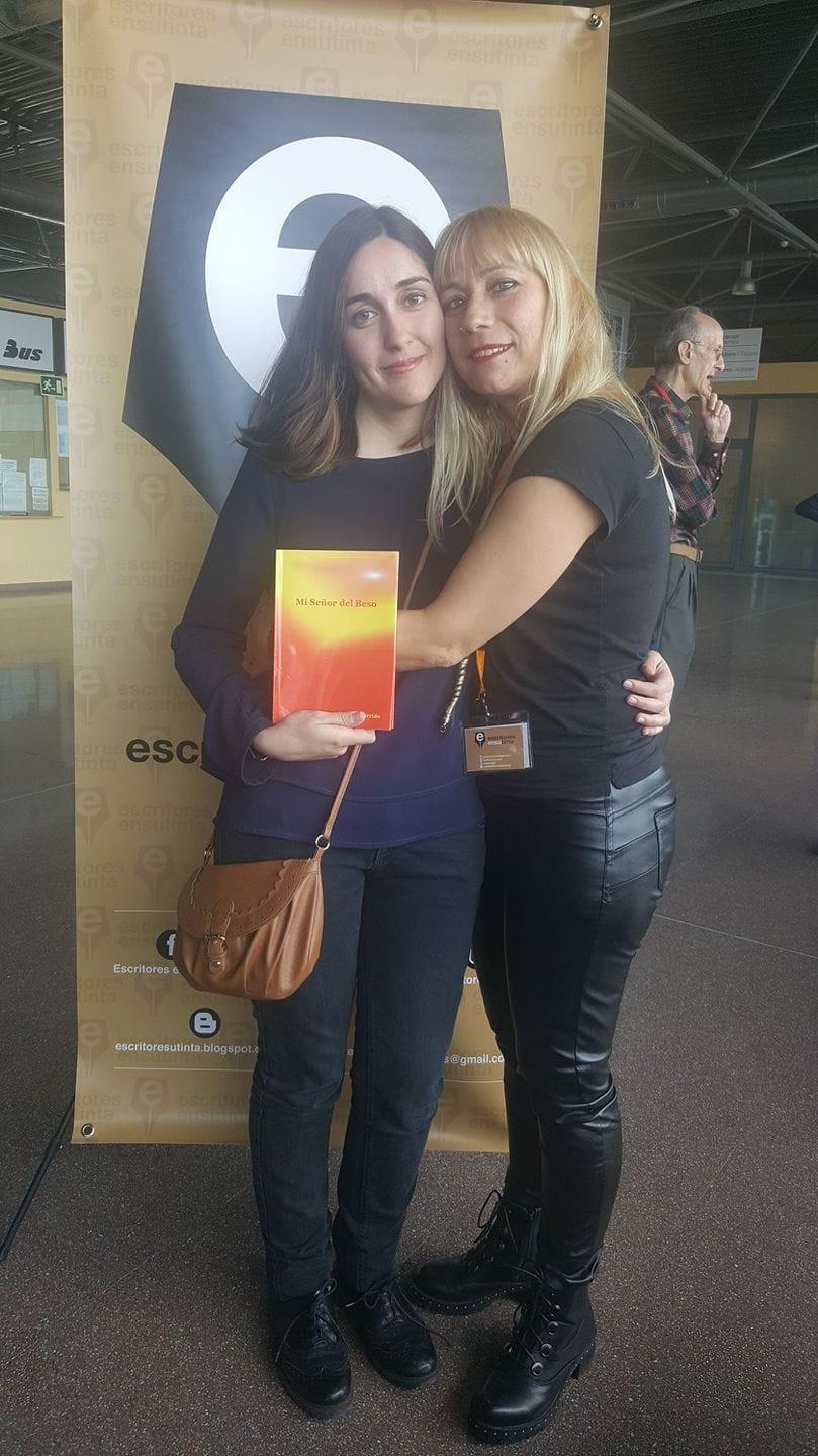 Con la autora, Adela Bas
