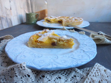 Crostata con crema pasticcera e uvetta