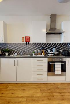 London-Raffles-House-En_Suite_Kitchen.jp