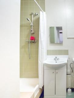 Paddington, Lillian Penson, Bathroom-min
