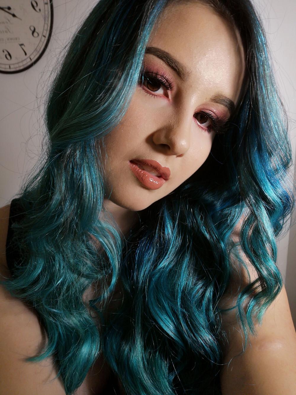 julia orige cabelo azul