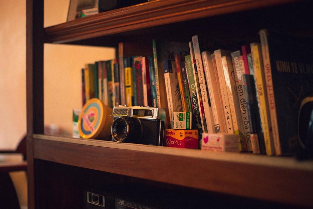 decoração para quem ama livros e viagens