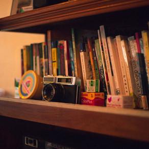 Decoração afetiva: para quem ama livros e viagens