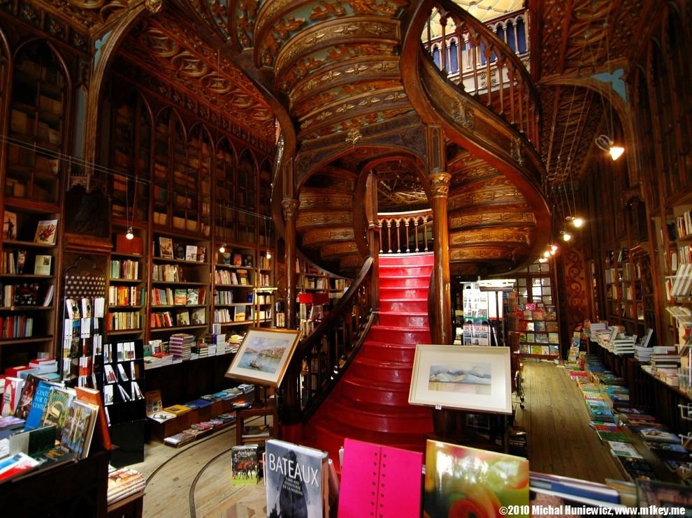 interior livraria lello