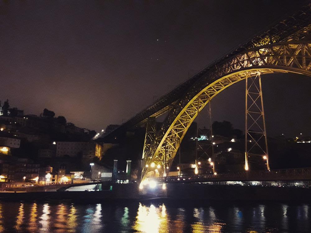 ribeira do porto a noite