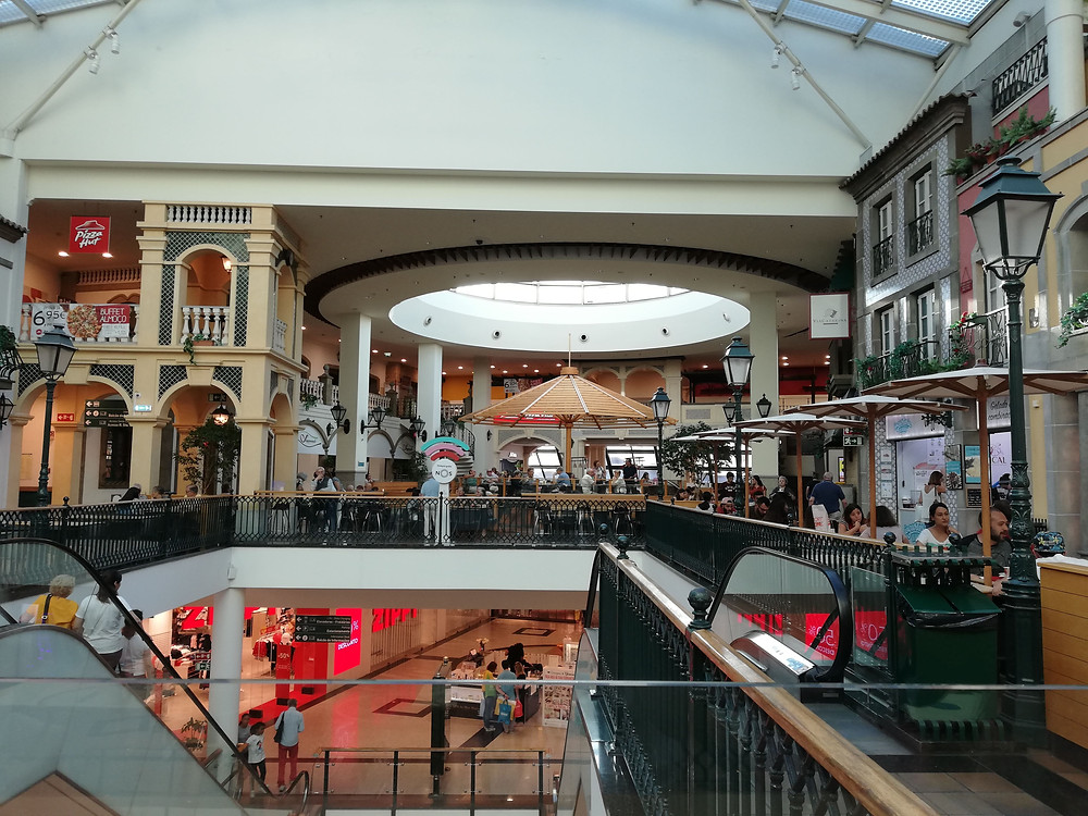 praça de alimentação do shopping via catarina