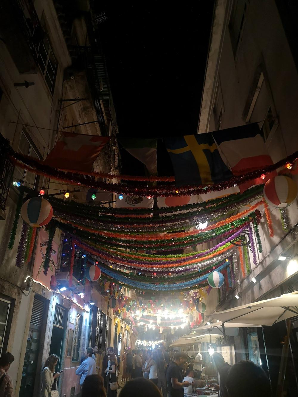 Ruas do Bairro Alto de noite - Roteiro de Lisboa