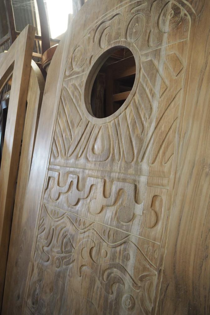【 来年度 新ブランド立上げに向け、バリ視察 @baliレポートvol.01 〜木彫刻の扉〜 】