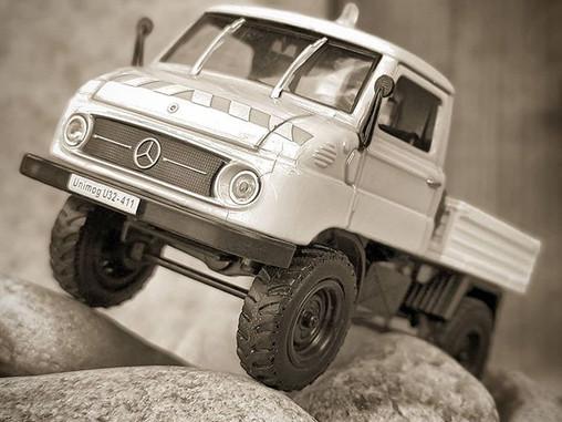 UNIversal MOtor Gerat - UNIMOG by Mercedes Benz
