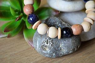 bracelet goldtone diffuseur huile essentielle fleur lotus vanessa lepart le boudoir aromatique montesson yvelines