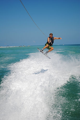 Allen's Aquatic Adventures Watersports: Wakeboarding Waterskiing Tubing