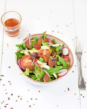 Frisse salade met sweet-chilidressing