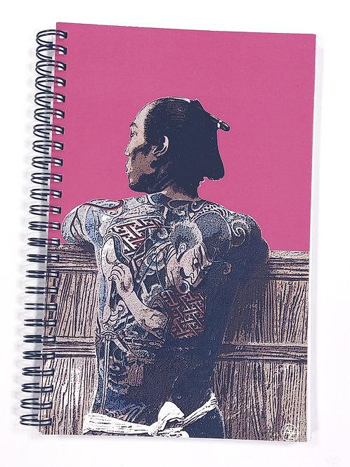 Carnet spirales - Homme japonais tatoué - rose