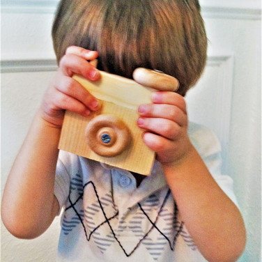 FATHER-IN-SAW's wooden toy camera