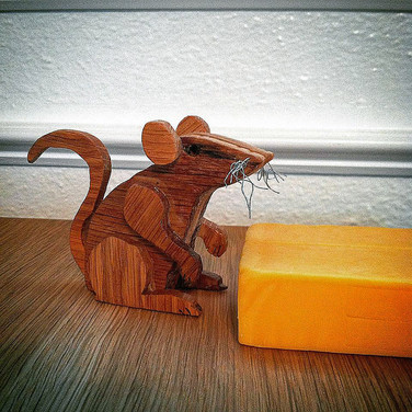 FATHER-IN-SAW's wooden mouse