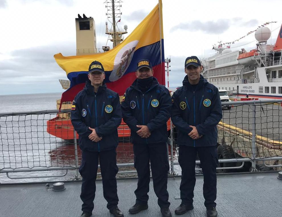 Profesionales Oficiales Reserva Armada en Expedicion Antartida
