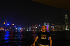 Репетитор по английскому на фоне Гонконга.