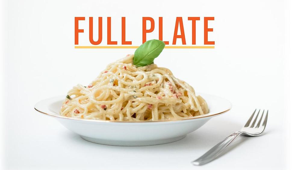 A full plate или A lot on one's plate (Деловые английские идиомы)