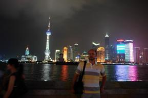 Репетитор по английскому на фоне Шанхая.
